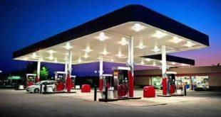 باحث من كلية الآداب يجري دراسة عن التوزيع المكاني لمحطات الوقود في النجف الاشرف